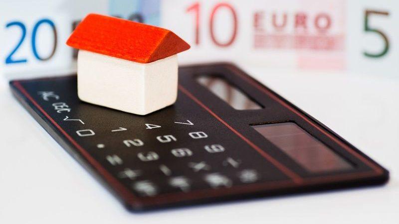 Ceny nemovitostí jdou poslední týdny zajímavě dolů